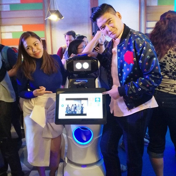 SM Supermalls debuts first in-mall smart robot in PH